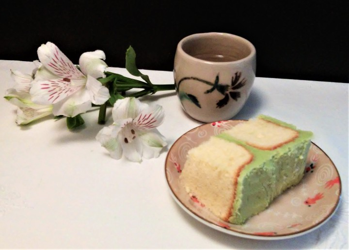 matcha cake and Japanese tea