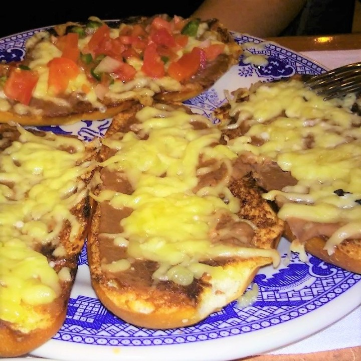 Molletes from spanish bun to mexican specialty my for Sanborns de los azulejos precios
