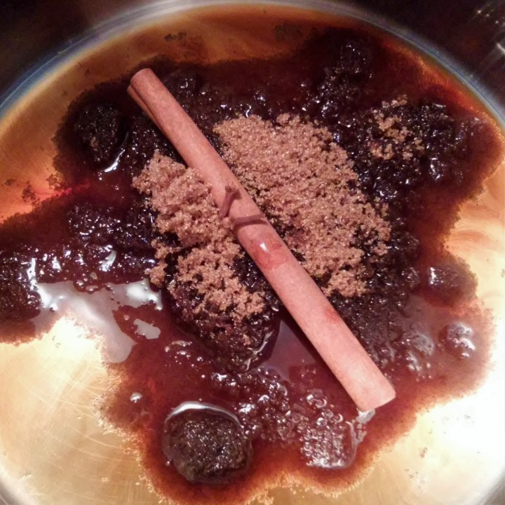 dissolving sugar with spices