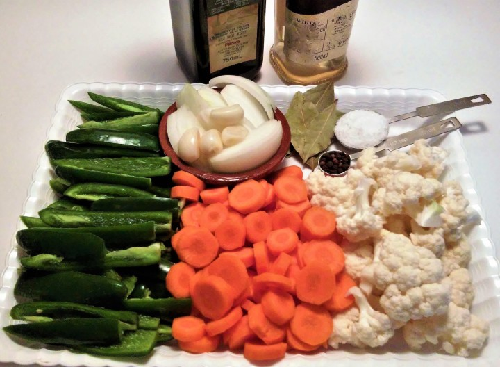 ingredients for jalapenos en escabeche