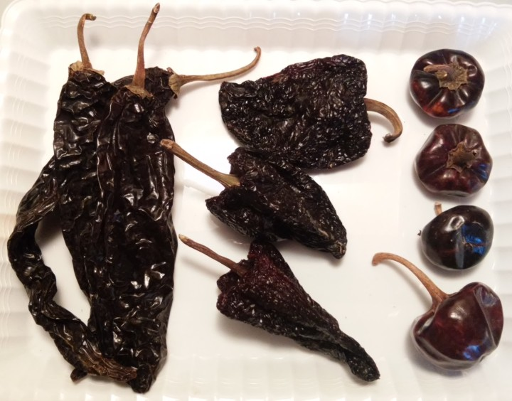 003 dry red peppers mole