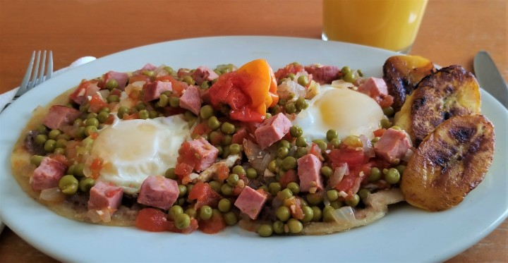 Huevos motuleños  – Weekend Brunch at Home