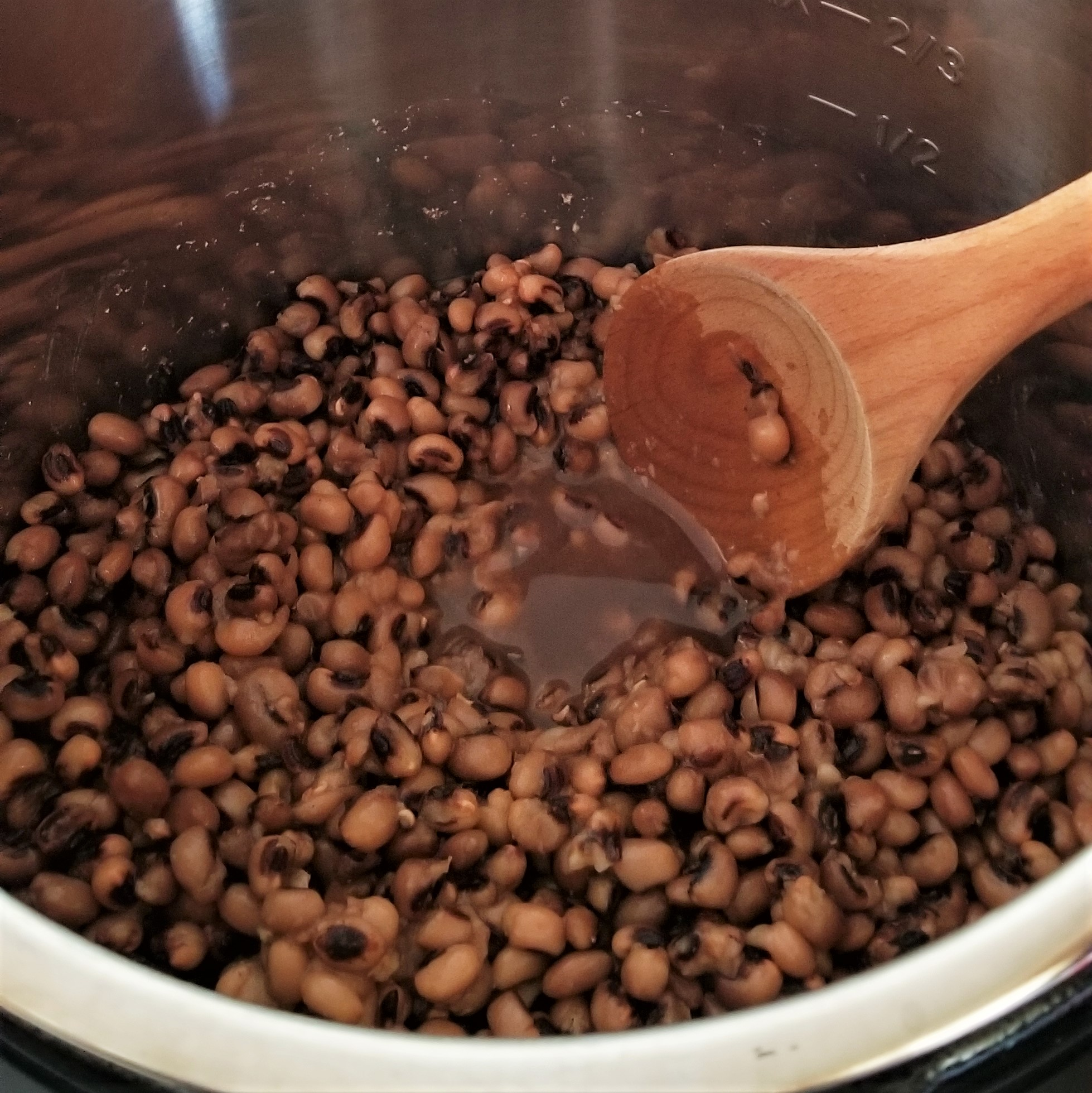 001 cooked black eyed beans